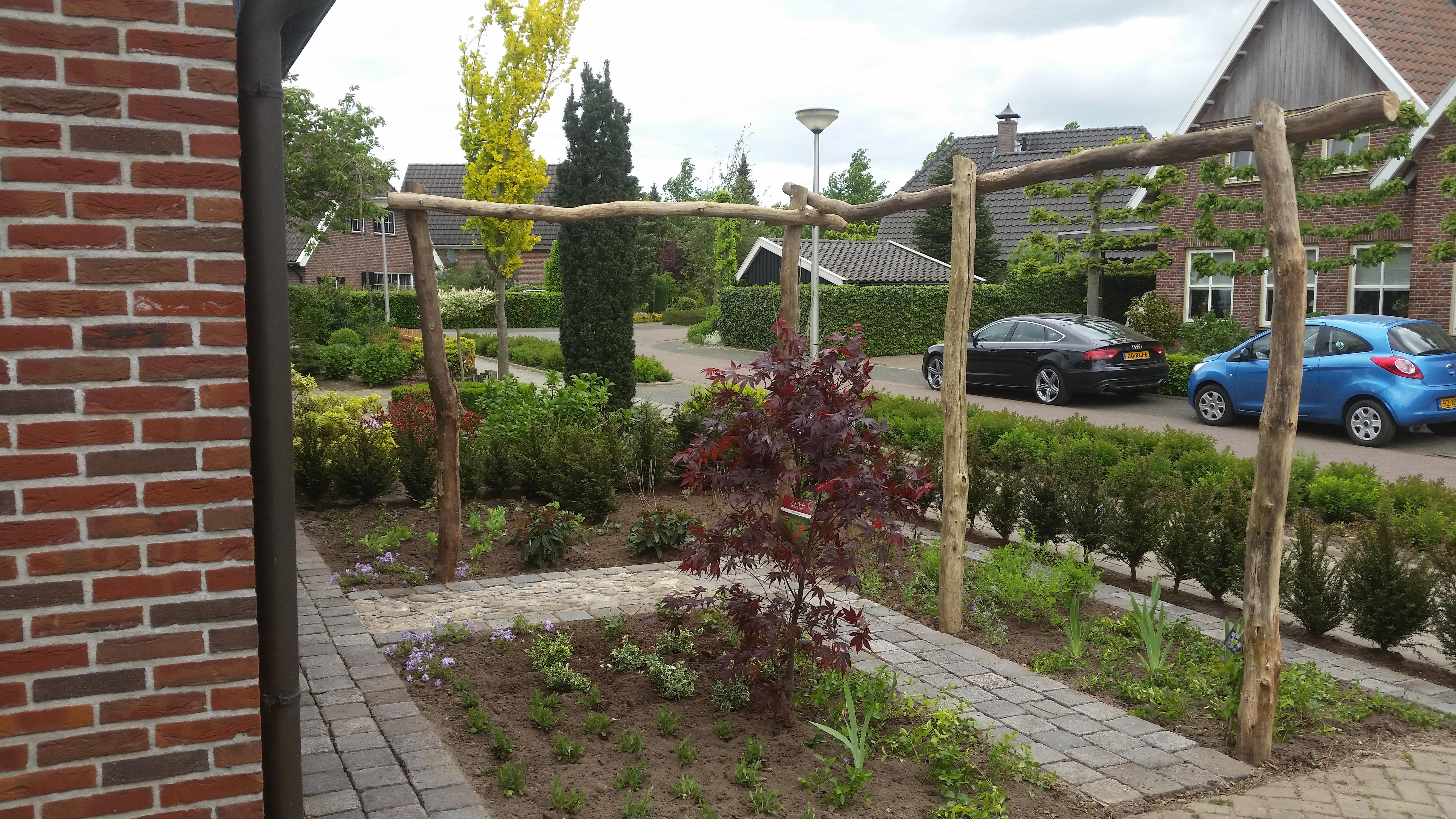 Voortuin Met Oprit : Rekken aanleg voortuin met oprit loman straatwerk en tuinwerk